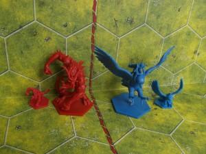 Porównanie z figurkami z Runewars.