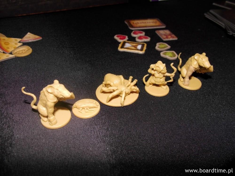 Magia i Myszy - Mamy więc figurki karaluchów, myszy, ...