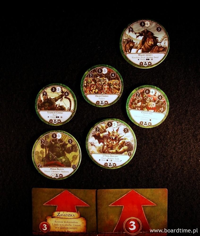 W tej strefie rozstawienia gracz może wystawić maksymalnie 6 dysków (suma liczb na kartach). Pozostałe dyski z jego armii pozostają w rezerwie i będą wprowadzone w kolejnych turach jako wsparcie.