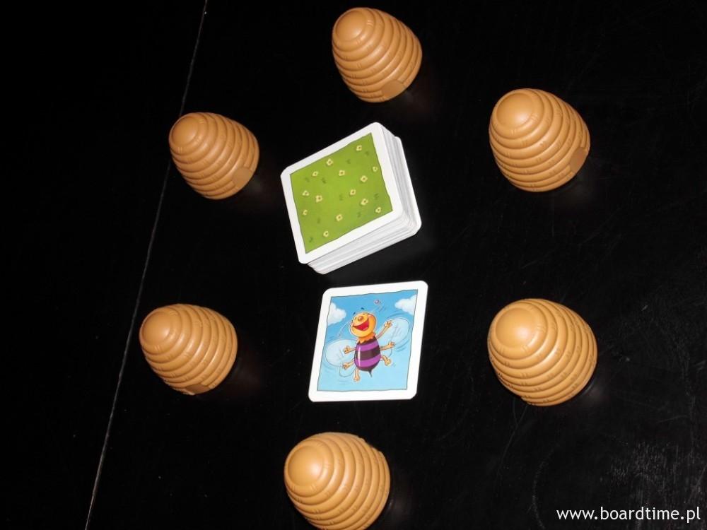 W końcu tasujemy karty i zaczynamy grę