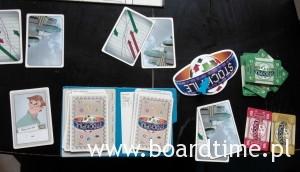 Poletko gracza (na górze karty prognozy, planszetka gracza, po prawej sporej wielkości znacznik pierwszego gracza)
