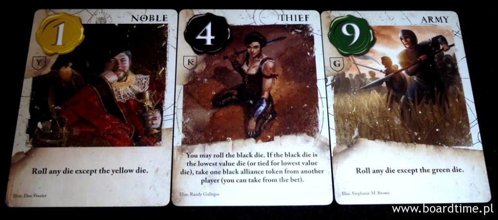 Karty pospolite występują w talii w kliku egzemplarzach w różnych kolorach.