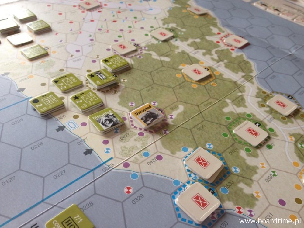 W środkowej części wyspy atak postępuje