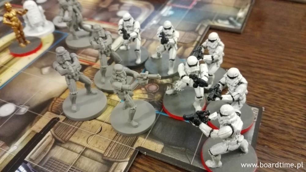 """Nowi Stormtrooperzy w towarzystwie pomalowanych kolegów z podstawowego zestawu """"Imperial Assault"""""""