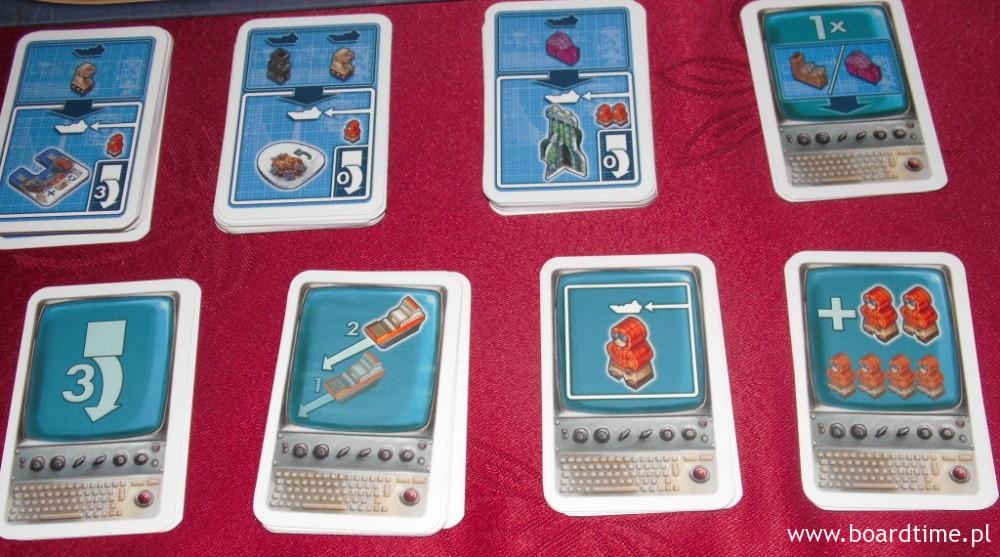 W dolnym rzędzie karty stoczni (dające dodatkowe bonusy)