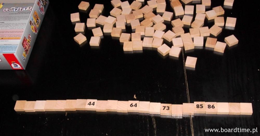 5 losowych kafli dołożonych do startowego rządku. Zaczynać będziemy więc z 22 płytkami.