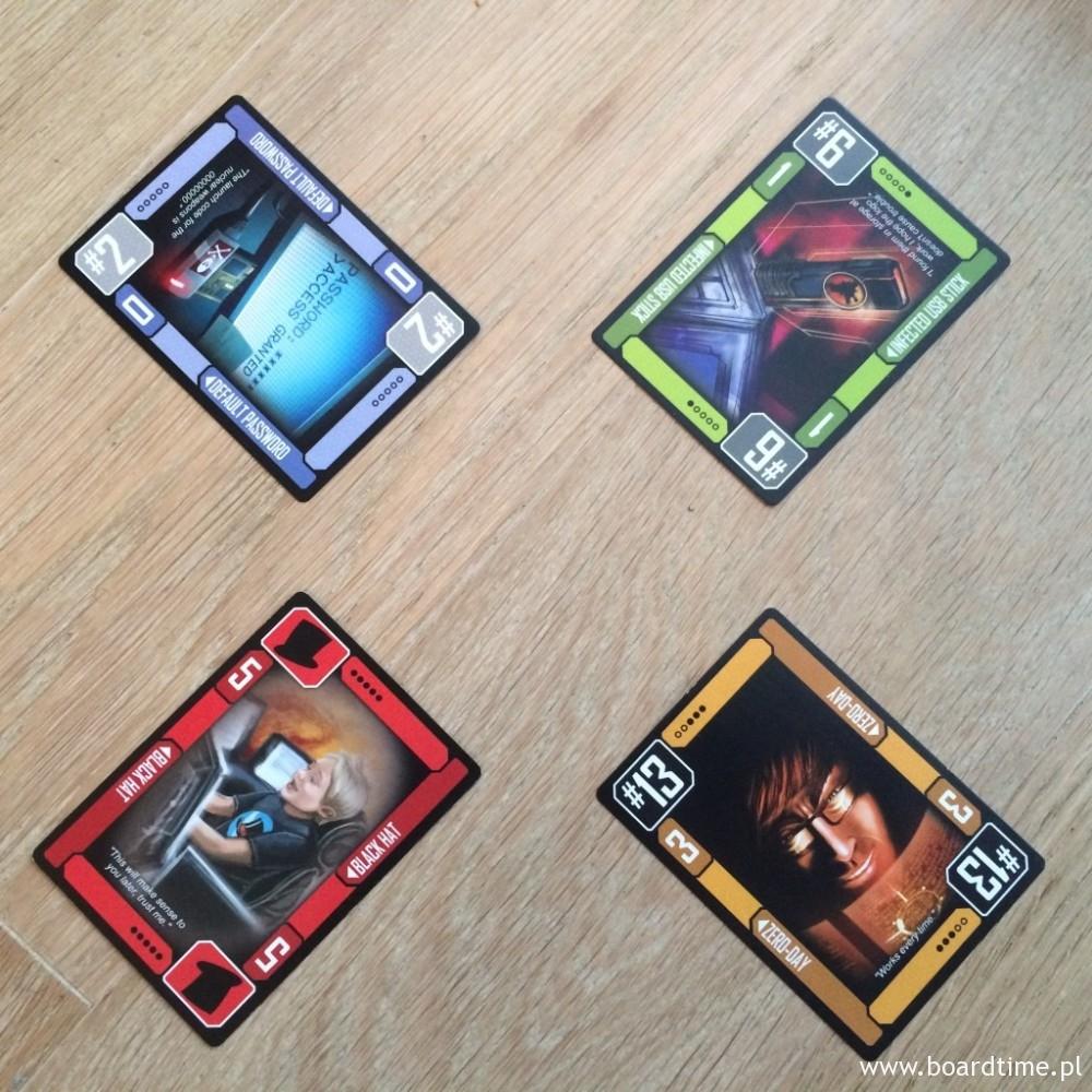 W normalnych okolicznościach trzynastka bije wszystkie karty poza dżokerem. Tym razem jednak, z uwagi na zagraną kartę Czarnego Kapelusza, to dwójka jest najsilniejsza!