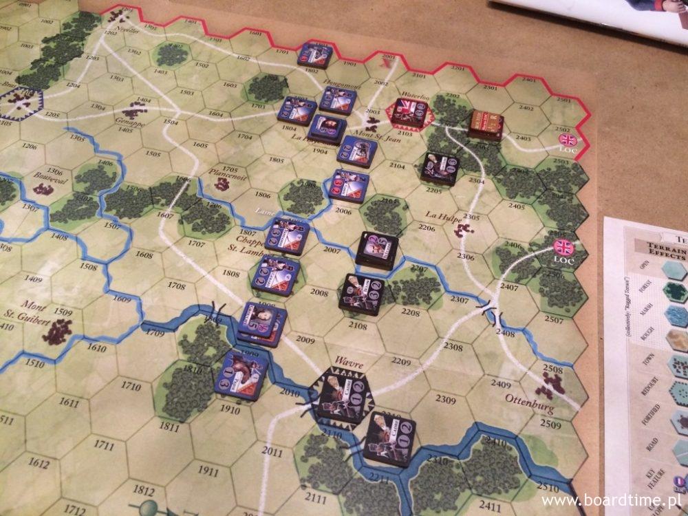 Brytyjska linia obrony topnieje pod naporem Francuzów