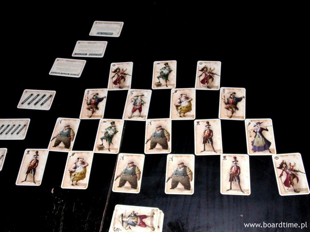 Piramida zapełnia się w czasie gry