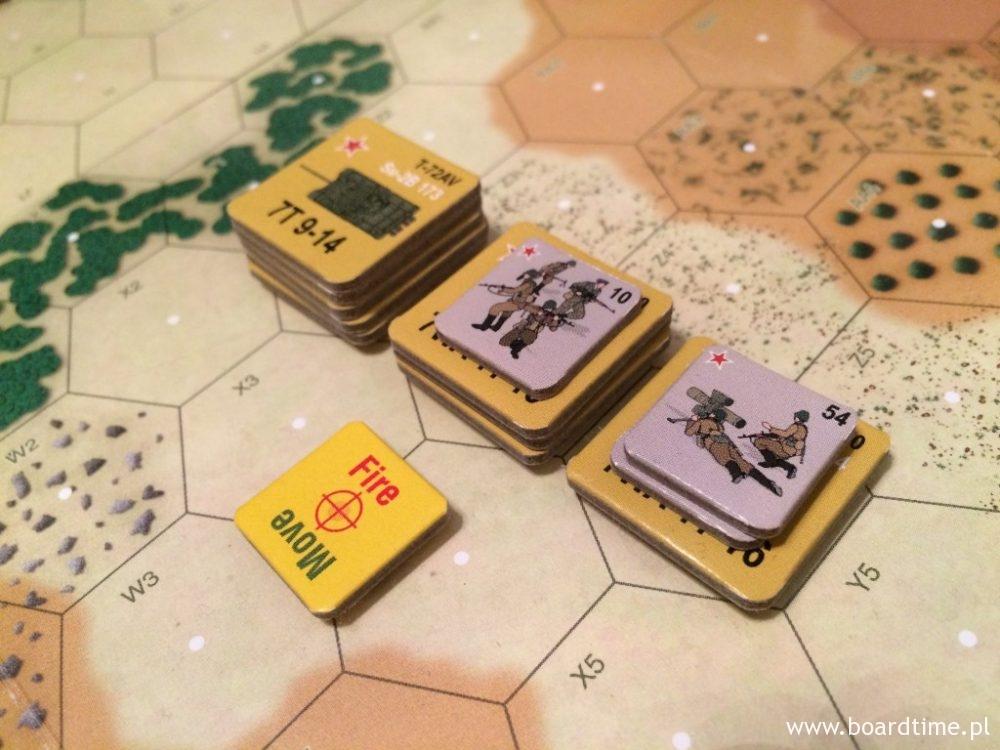 Sowieckie siły przebijające się przez przeszkody terenowe